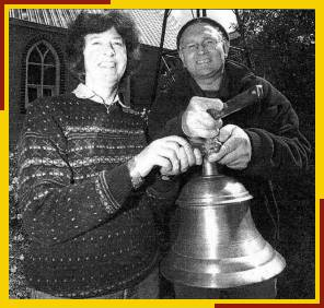 Judy Parker & Tom Marrow with the new bell